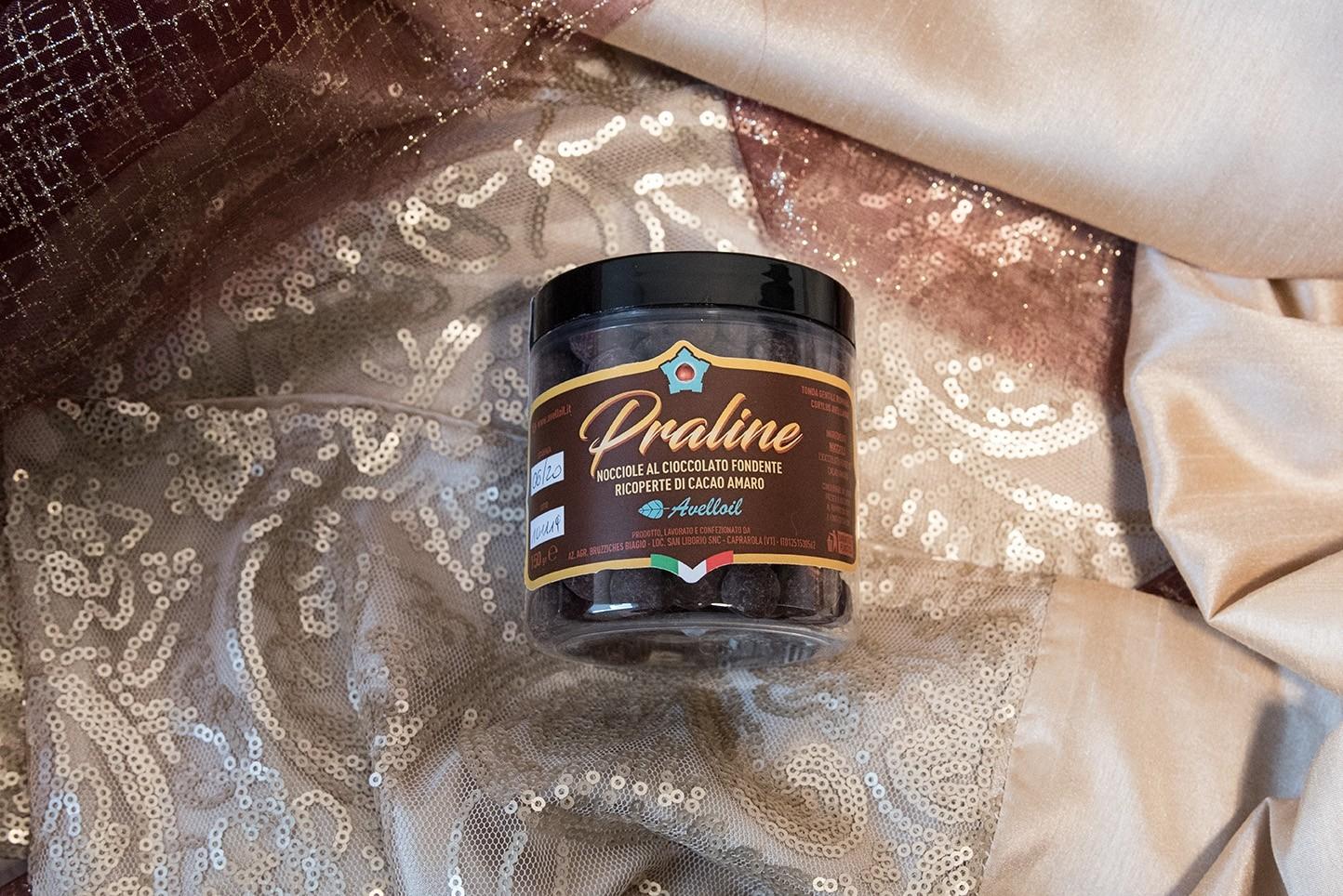 Praline di nocciole al cioccolato fondente ricoperte di cacao amaro - 150 gr - Avelloil