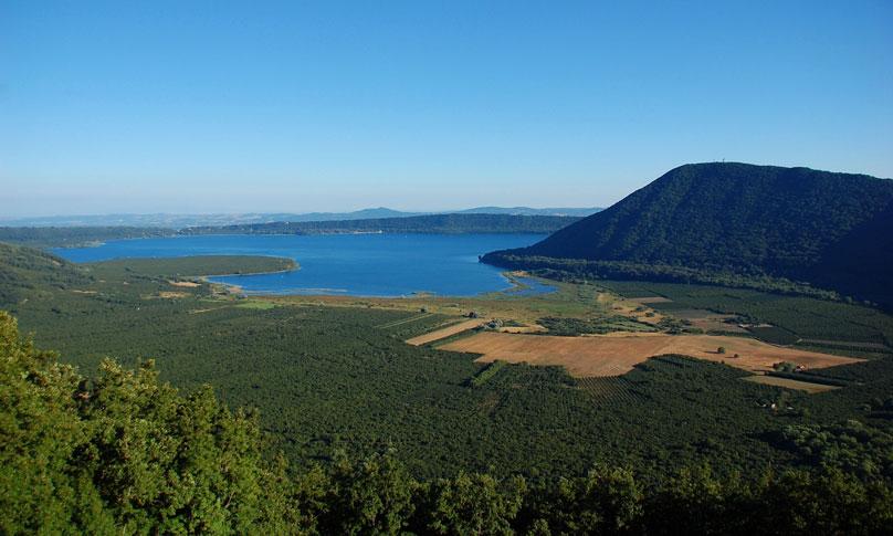 The Tuscia volcanic lakes