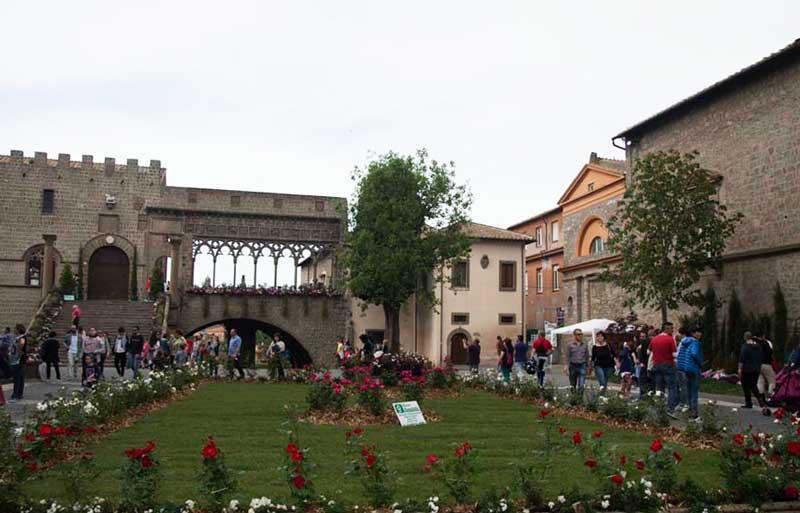 San Pellegrino in fiore: il centro di Viterbo si colora