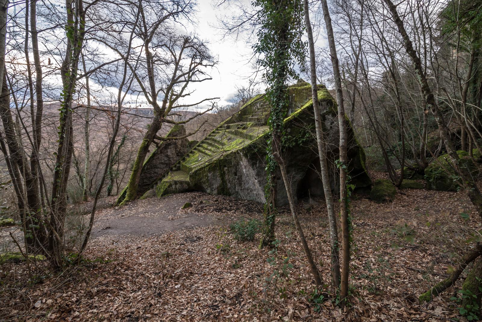 La piramide Etrusca e il territorio di Bomarzo